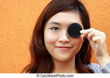 asian妇女, 覆盖物, 她, 眼睛