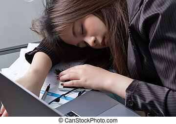 Asian business woman sleep in workdesk
