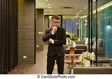 asian handlowy, człowiek, myślenie, w, luksus, życie pokój, w, nowoczesny, izba