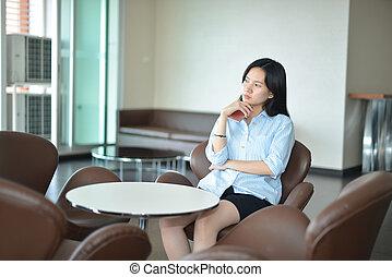 asian handlowy, kobieta myśli, w, nowoczesne życie, pokój
