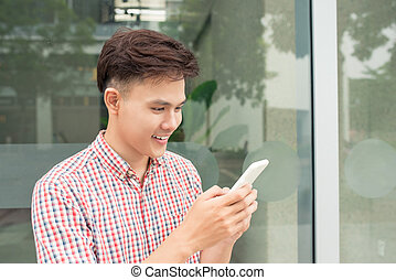 asian kvindelig, student, arbejde på, cellphone, ind, hal