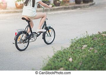 asian lány, elnyomott bicikli