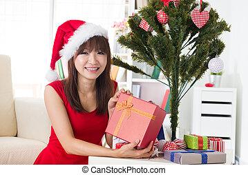 asian pige, fejren christmas, hos, hende, hjem