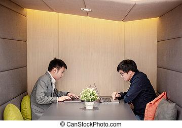 asian, spotkanie, pracujący, pokój, razem, biznesmeni