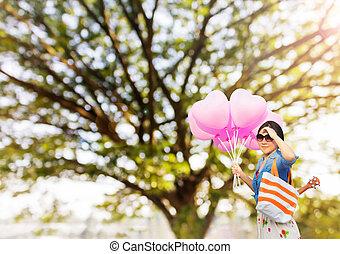 Asian women, summer bag, heart shape pink balloons