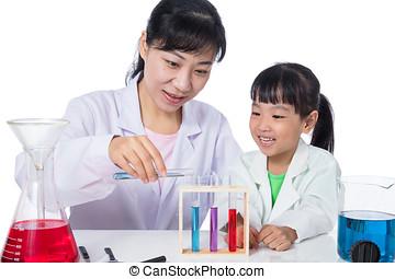 asiat, kinesisk, lærer, og, liden, student, pige, arbejder, hos, prøve rør