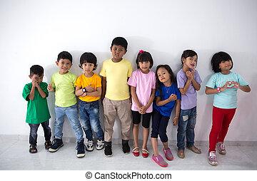 asiat, unge, vänner, tröttsam, färgrik, t-shirt