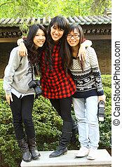 asiatique, bons amis, prenant photos