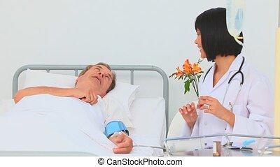 asiatique, elle, infirmière, pression, sanguine, patient, prendre