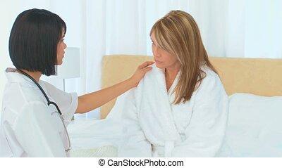 asiatique, elle, malade infirmière, parler