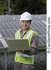 asiatique, ingénieurs, vérification, panneau solaire, installation
