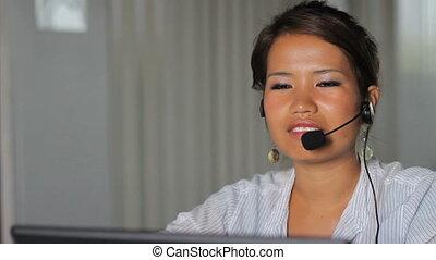 asiatique, ouvrier, ordres, prend, ligne