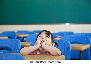asiatique, petite fille, are, pensée, dans, les, salle...