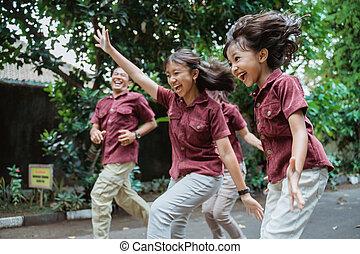 asiatische familie, lächeln, rennender , draußen, spaß, haben