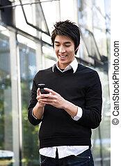 asiatischer mann, texting