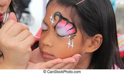 asiatisches mädchen, glücklich, mit, gesichtsschminke