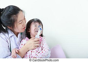 asiatisches mädchen, haben, respiratorische krankheit, geholfen, per, medizinische fachkraft, mit, inhaler.