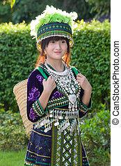 asiatisches mädchen, in, hügel, stamm, kostüm