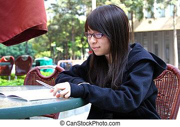 asiatisk flicka, studera, in, universitet