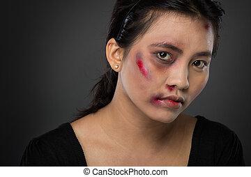 asiatisk kvinna, offer, av, inrikes missbruk