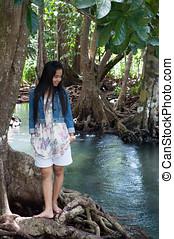 asiatisk kvinna, stående, in, vacker, beskaffenhet scen