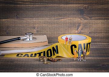 asistencia médica, y, médico, fondo., amarillo, precaución, cinta, en, un, madera
