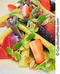 Asparagus and prosciutto salad