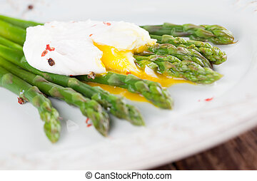 Asparagus with poached egg - Green asparagus with poached...