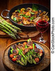 asperge, champignons, salade verte, rôti