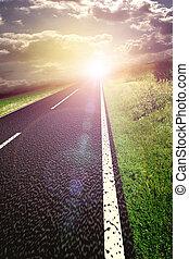 asphaltez route, et, rouges, sanglant, brouillé, ciel, à, soleil