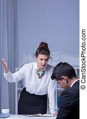 assaillir, lieu travail, victime