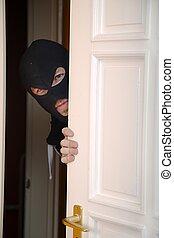 assaltante, entrar, um, lar