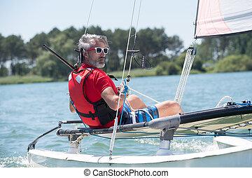 assento homem, ligado, um, sailboat