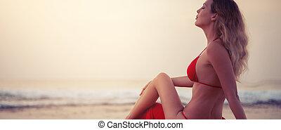 assento mulher, biquíni, tropicais, recurso, areia, loura, excitado, praia, vermelho