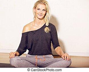assento mulher, ligado, esteira yoga