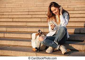 assento mulher, outono, morena, sorrindo, escadas, roupas