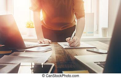 assinando, mulher, documentos, negócio