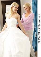 assistent, omzet, bruid, trouwfeest, het proberen, jurkje