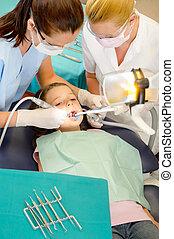 assistent, tandarts, patiënt, kind