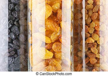 Assorted raisins