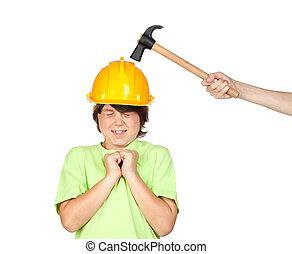 assustado, criança, com, amarela, capacete