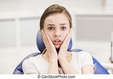 assustado, e, horrorizado, paciente, menina, em, dental,...