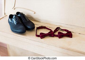 asztal, cipők, íj