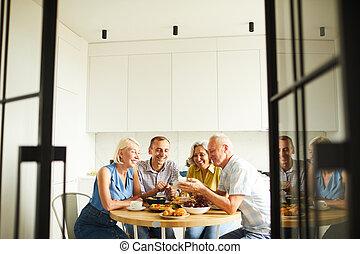 asztal, osztozás, mesék, barátok, konyha
