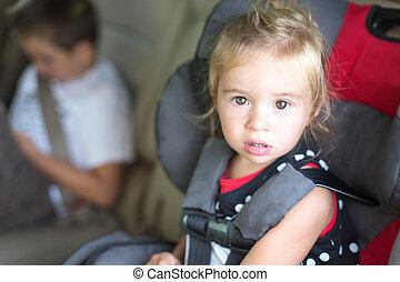 atado con correa, poco, childs, asiento, seguridad, niña