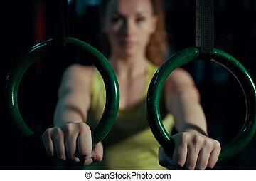 ataque, anillos, joven, arriba, tirar, gimnastic, niña