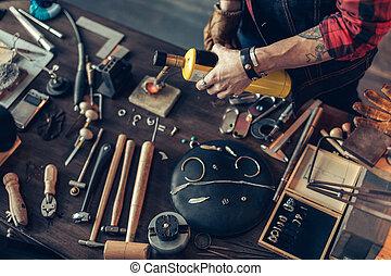 atelier, créer, bijoux, homme