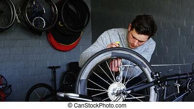 atelier, handicapé, réparation, fauteuil roulant, homme, 4k