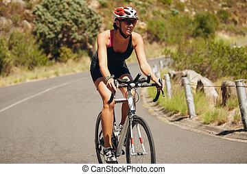 athlète, cyclisme femme, triathlon, jeune