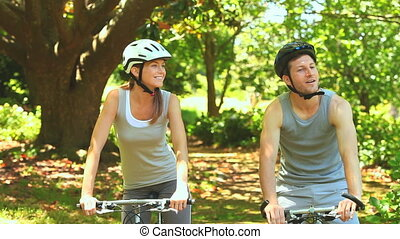 athlétique, couple, bois, cyclisme
